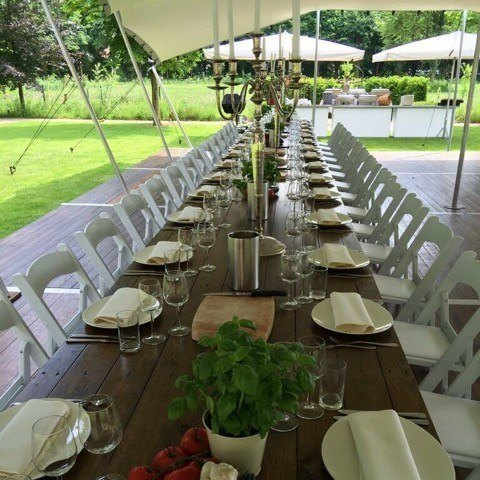 Dinertafels met wedding chairs